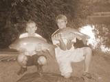 Mon ami Quentin à droite avec une prise de 4kg ;) Ces deux poissons ont été pris sur la même batterie à une minute d'intervalle !