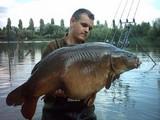 Très beau poisson pris en bordure dans 1m d'eau avec 4 mais doux et une poignée en amorçage ...