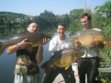 Au mois de mai, pêche comme il te plaît ! Commune de plus d'1m pour 13kg et 2 jolies miroirs de 14 et 15 kg. Beau tiercé !